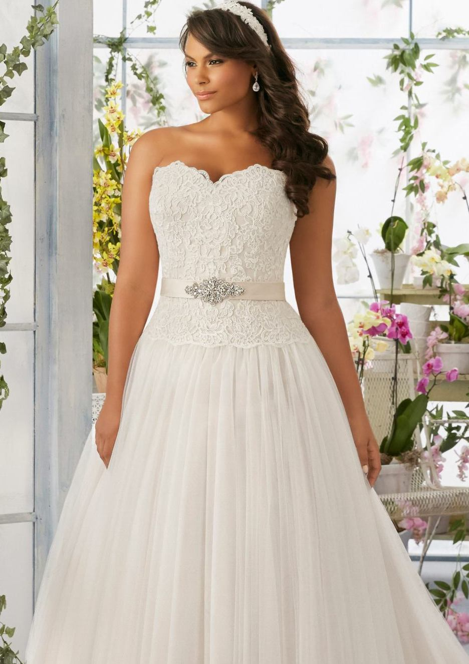 Awesome halloween themed wedding dresses crest princess for Halloween wedding dresses plus size