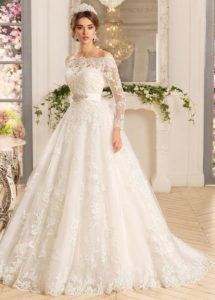 21.Wedding dresses for brides over 50