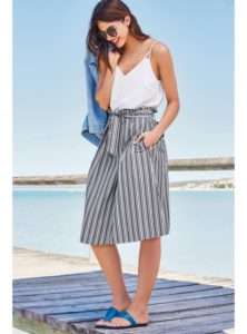 30. Plus size clothing for wedding guests