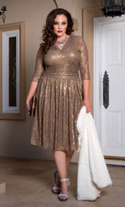 21. Plus size wedding guest dresses with sleeves