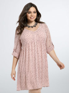 4. Plus size wedding guest dresses with sleeves