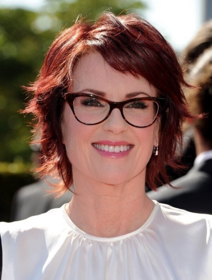 30+ Best Medium Length Hairstyles for Over 50 with Glasses -Youthful 50s